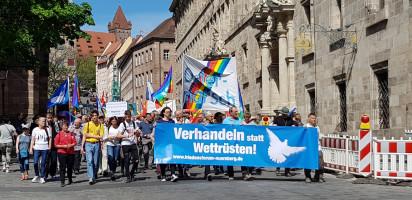 Ostermarsch in Nürnberg - vor dem Nürnberger Rathaus