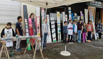 Einige der Kinder zeigten am Schluss ihre Kunstwerke.