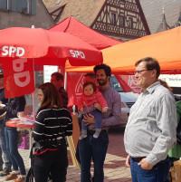 Der SPD-Stand mit SPD-Vorstandsmitglied Wolfgang Lebok und SPD-Kreisvorsitzender Sven Ehrhardt (v.r.n.l.)